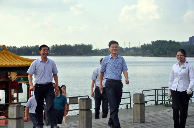 区委副书记,代区长李文飙到溱湖风景区调研